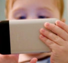 REDACCIÓN DELAZONAORIENTAL.NET Por qué limitar el acceso de los niños a los móviles o tabletas 1- Desarrollo cerebral de los niños Un desarrollo cerebral causado por la exposición excesiva a […]
