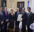 REDACCIÓN DELAZONAORIENTAL.NET El presidente Danilo Medina recibió en el Palacio Nacional la certificación aprobada por la Asamblea Nacional que lo acredita como Presidente electo de la República para el periodo […]