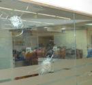 REDACCIÓN DELAZONAORIENTAL.NET La Policía informó que tiene identificado a uno de los dos hombres que ayer en la tarde hirieron de bala a cuatro personasluego de asaltar al mensajero de […]