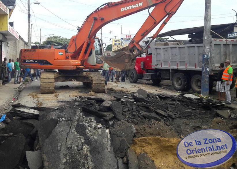 MOPC restablece tránsito por puente en Los Guaricanos