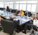 REDACCIÓN DELAZONAORIENTAL.NET El alcalde de Santo Domingo Este, Alfredo Martínez, sostuvo un primer encuentro con la comisión que designó para los trabajos de evaluación y factibilidad del proyecto que busca […]