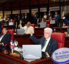 REDACCIÓN DELAZONAORIENTAL.NET Santo Domingo.- El Senado aprobó este miércoles en única lectura el Código Penal Dominicano y la Ley de Lavado de Activo y Terrorismo. El senador Rafael Calderón presentó […]
