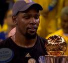 """REDACCIÓN DELAZONAORIENTAL. NET Las Finales de Kevin Durant fueron simplemente espectaculares, """"KD"""" por fin vio cristalizada su ilusión de ser campeón de la NBA y sin lugar a dudas fue […]"""