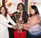 Por: Solanyi chevalier y Jonas Caraballo Santo Domingo Este-La Periodista y gremialista Mercedes Castillo, fue reconocida hoy con el Premio a la Exelencia Femenina, entregado por el DiarioSocialRD.com en un […]