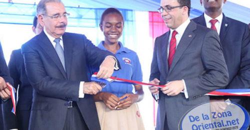 REDACCIÓN DELAZONAORIENTAL.NET Santo Domingo Este recibió con entusiasmo dos nuevos planteles que funcionarán bajo el nuevo modelo educativo. Ambos centros fueron entregados hoy por el presidente Danilo Medina. En este […]