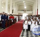 REDACCIÓN DELAZONAORIENTAL.NET En un acto solemne religioso se celebró la Primera Comunión a 36 niños, quienes asistieron acompañados de sus padres y familiares para recibir el sacramento de la sangre […]