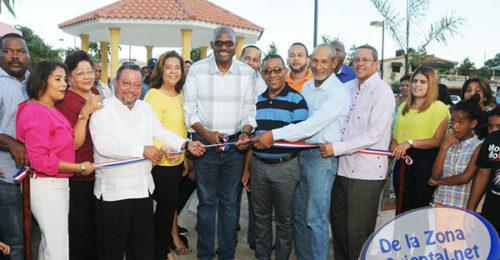 REDACCIÓN DELAZONAORIENTAL.NET  SANTO DOMINGO ESTE. En el marco de la política que ejecuta de llevar soluciones a los munícipes de las distintas circunscripciones, el alcalde de Santo Domingo Este, […]