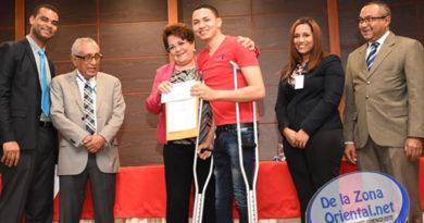 MESCYT dona becas a estudiantes del ITSC