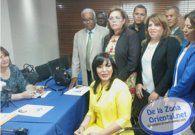 Geanilda Vásquez inscribe candidatura para la presidencia del PRM