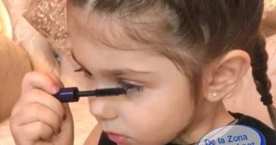 Instagram: Video de niña de tres años enseñando a maquillarse se vuelve polémico y viral